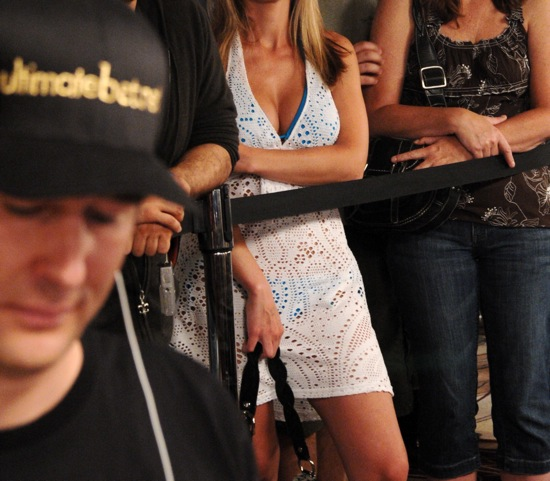 Phil Hellmuth is outstacked by those around him in the $1500 Omaha Hi-Lo event at the 2009 WSOP