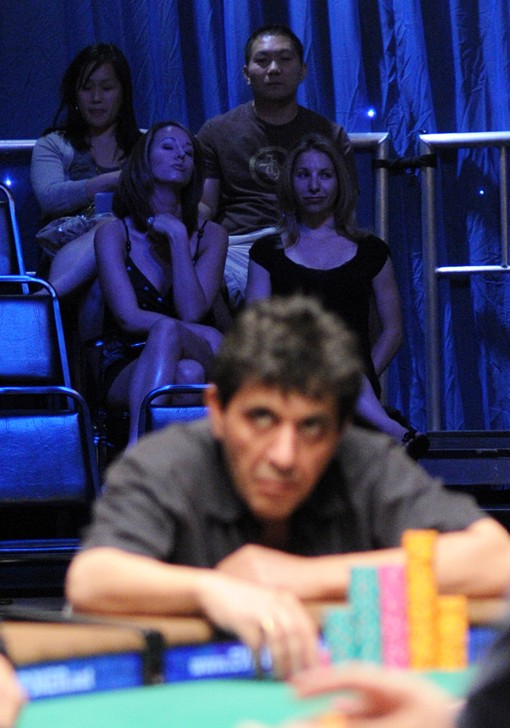 Farzad Rouhani (foreground) fought hard for the Event #37 title, however the battle eventually climaxed with Jeffrey Lisandro's second 2009 WSOP bracelet.