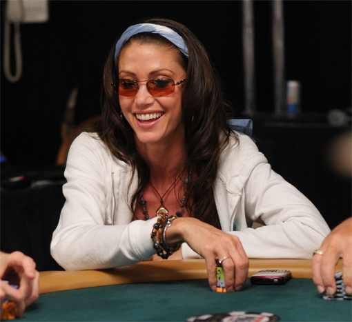 Shannon Elizabeth, a woman, did not make it to Day 2 of the $3,000 H.O.R.S.E. Event.