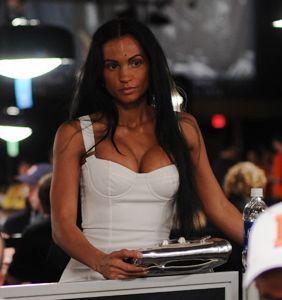 Big boobs on the rail at 2009 WSOP