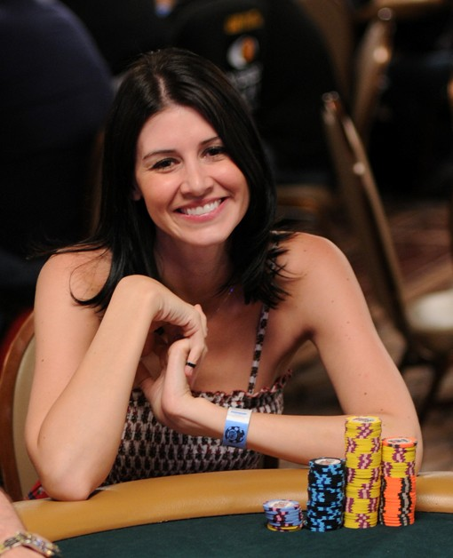 Awww. Dee Dozier helped pretty up WSOP Main Event Day 2B.