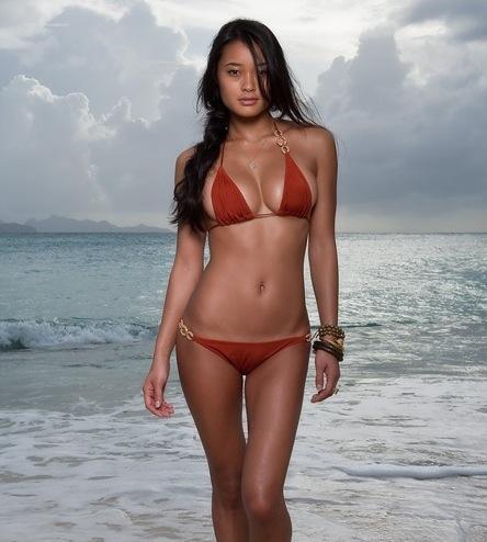 Jarah-Mariano-SI-bikini-1