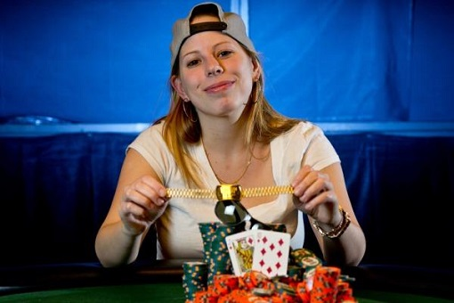 Loni Harwood, a woman, won an open event bracelet and vaults to #3 in the POY standings.