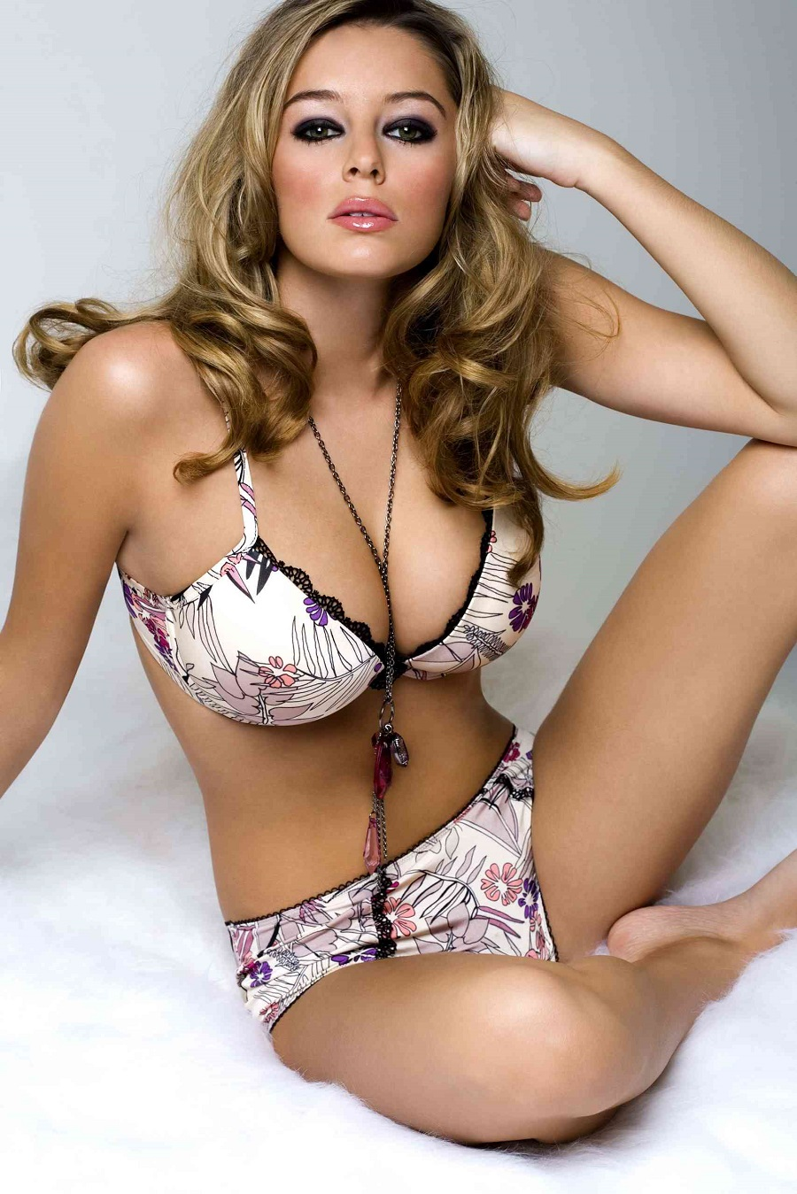 With the WPT and HPT rolling back the years to 2009 with big turn-outs, so will we with some vintage Keeley Hazell.